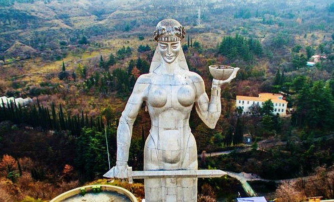 مجسمه مادر تفلیس