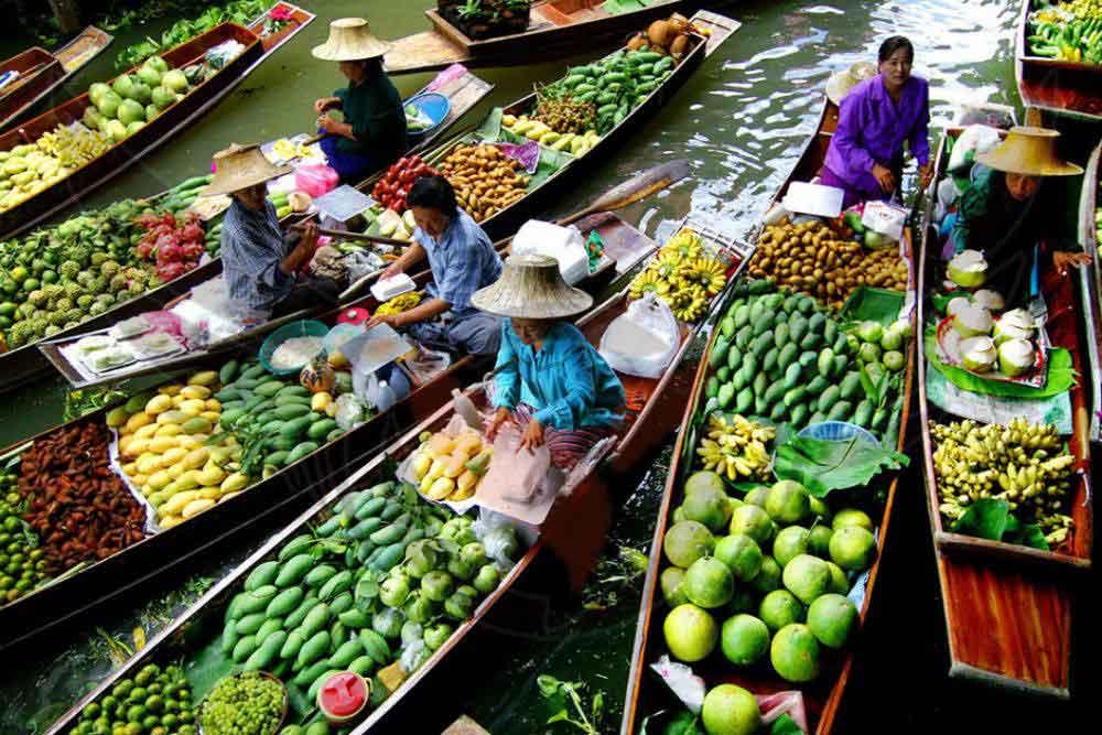 خرید هیجان انگیز از بازاری بر روی آب در بانکوک!