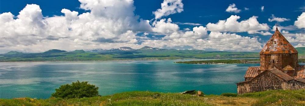 دریاچه ای زیبا در ارمنستان با آب های جلابخش آبی