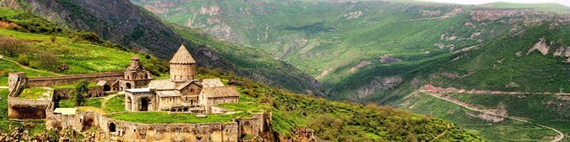 معبد بزرگ ارمنستان یکی در بین کوه های سرسبز قفقاز